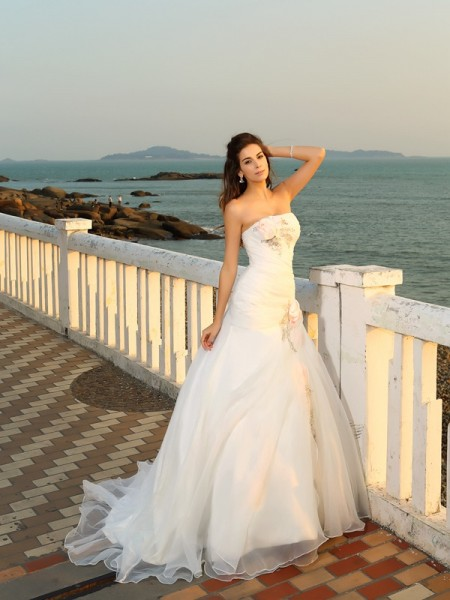 Ball Gown Strapless Hand-Made Flower Sleeveless Long Satin Beach Wedding Dresses