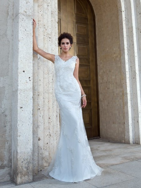 Fashion Trumpet/Mermaid Applique Sleeveless V-neck Long Net Wedding Dresses
