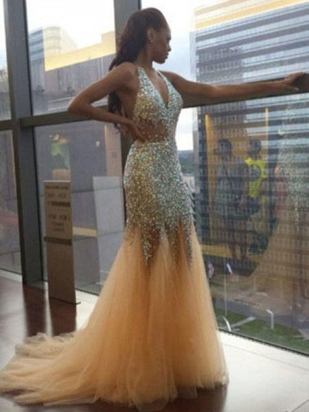 Stylish Trumpet/Mermaid Sleeveless Tulle Halter Sequin Court Train Dresses