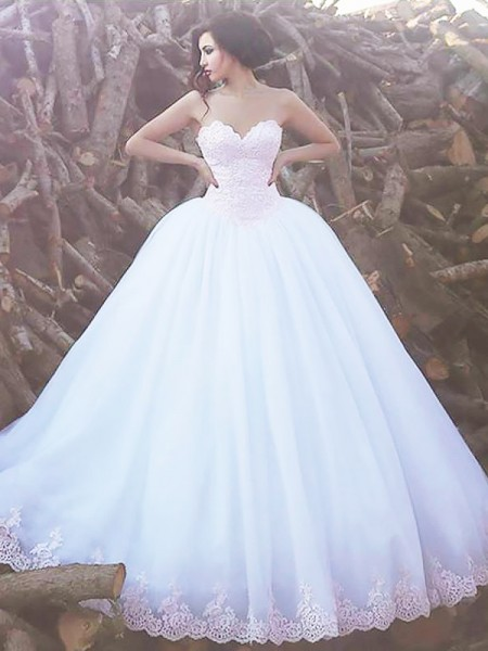 Sweep/Brush Train Ball Gown Sleeveless Sweetheart Organza Wedding Dresses