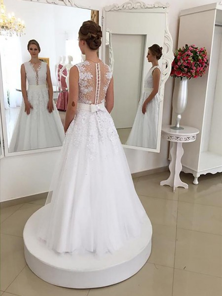 Floor-length Trumpet/Mermaid Sleeveless Scoop Lace Wedding Dresses