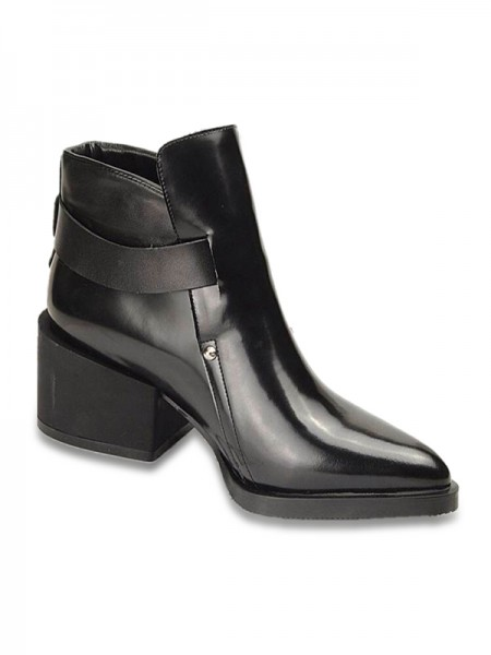 The Most Fashionable Women's Cattlehide Leather Closed Toe Kitten Heel With Rivet Black Booties